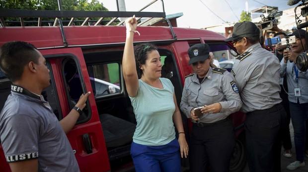 La presa politica Adilia Peralta Ceratos es llevada a casa tras su liberación
