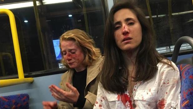 La pareja agredida por unos desconocidos en un autobús de Londres