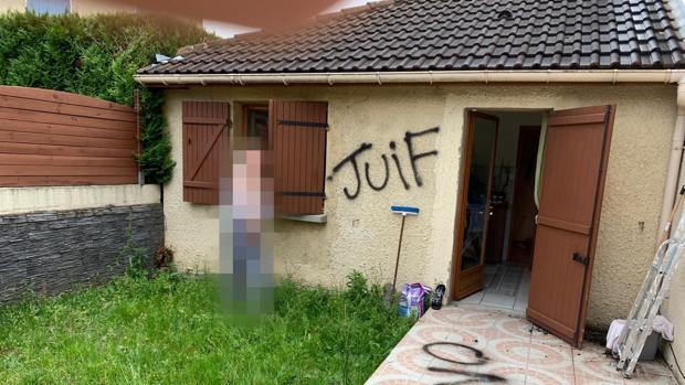 «Judío» escrito en la pared de la casa de Latifa Ibn Ziaten