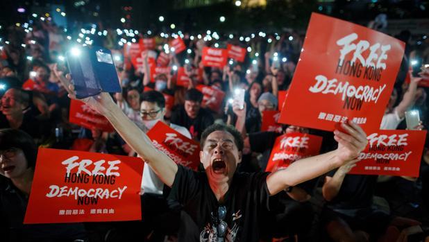 Manifestantes en Hong Kong reclaman ayuda internacional en la cumbre del G-20 de Japón
