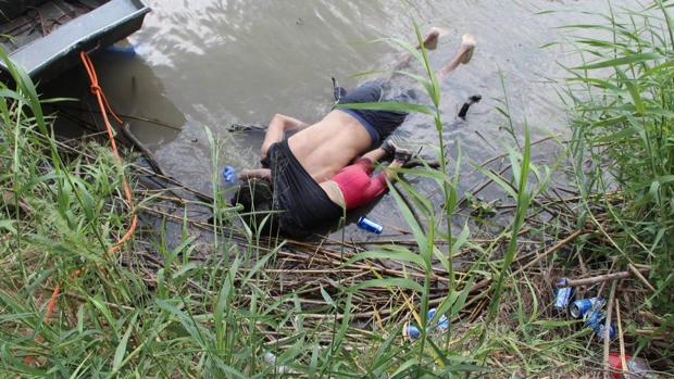 La imagen de los cuerpos de Óscar Alberto y su hija se hizo viral esta semana