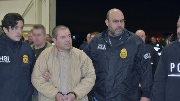 Joaquín «El Chapo» Guzmán durante su extradición a EE.UU. en enero 2017