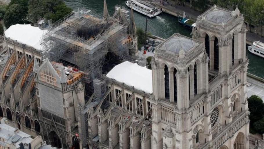 El personal de Notre Dame tardó 30 minutos en llamar a bomberos, según The New York Times