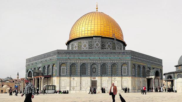 Un grupo de palestinos insulta y escupe a un bloguero saudí a su llegada a Israel
