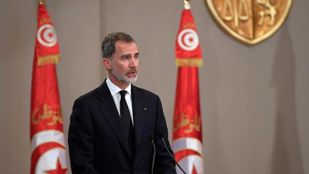 Felipe VI expresa su solidaridad al pueblo tunecino durante su asistencia al funeral por su presidente