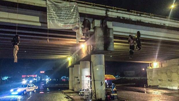 Un cartel mexicano mata y descuartiza a 19 personas y cuelga algunos de los cadáveres de un puente