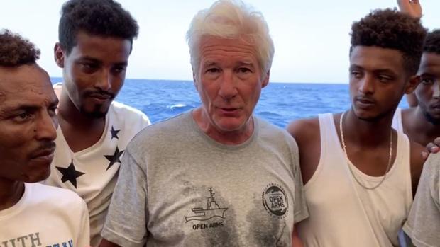 Richard Gere pide a Salvini que acoja a los migrantes: «Acumulan mucho sufrimiento»