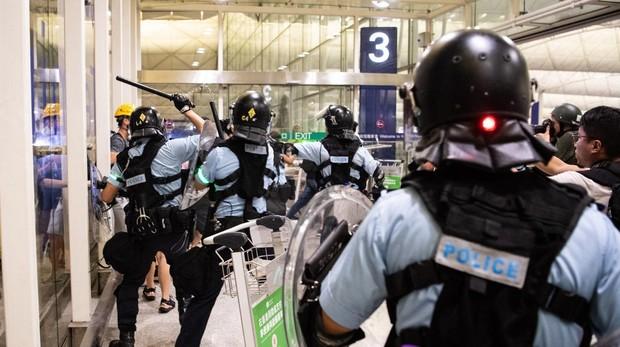 Trump alerta de que el ejército chino se despliega cerca de Hong Kong