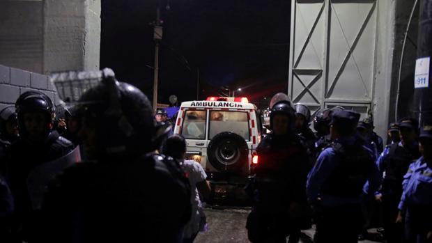 Sube a 4 cifra de muertos tras ataque al autobús de un equipo de fútbol en Honduras