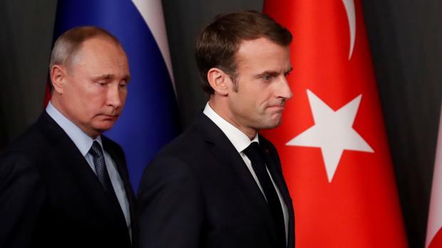 Vladimir Putin y Emmanuel Macron en una reunión en Turquía