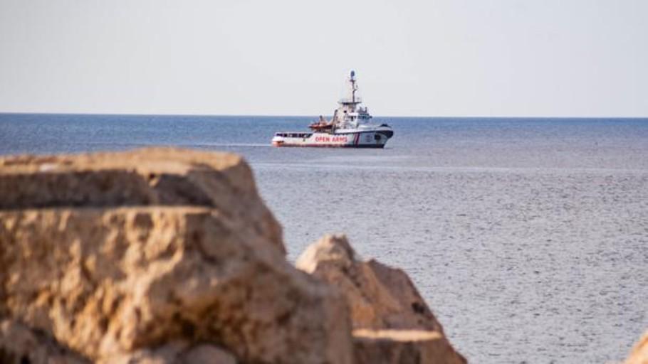 La Fiscalía italiana ordena incautar el Open Arms y el desembarco inmediato de los inmigrantes a bordo