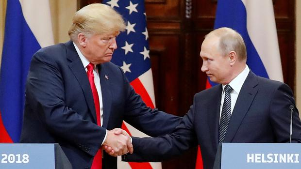 Donald Trump y Vladímir Putin en la cumbre bilateral de 2018 en Helsinki