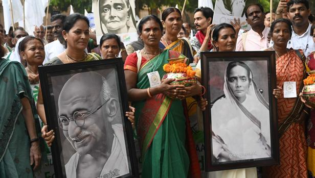 Marcha con motivo del 150 aniversaro del nacimiento de Gandhi, en Nueva Delhi