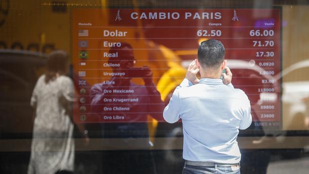 El Banco Central de Argentina endurece «el cepo» y limita la compra de dólares a 200 al mes