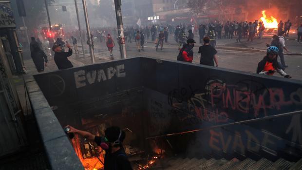 Chile sigue ardiendo mientras Piñera fija su agenda económica