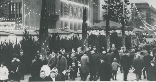 Un mercadillo navideño en Berlín Oriental