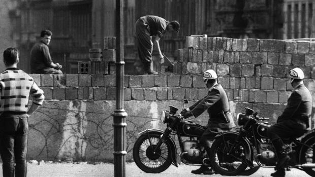 Las cuatro mentes delirantes que levantaron el Muro de Berlín