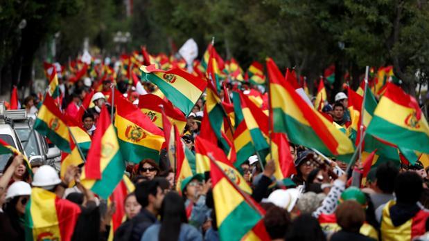 ¿Quién asume el mando tras la dimisión de Evo Morales?