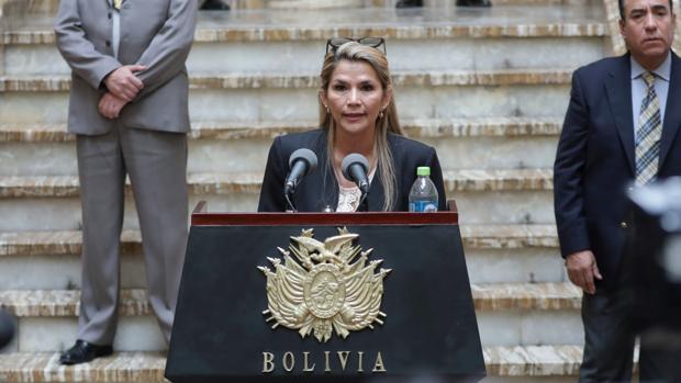 La presidenta interina de Bolivia asegura que Morales no podrá ir a las elecciones: «Que busquen candidato»