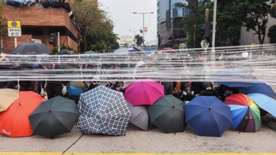 Muere un barrendero de 70 años en las protestas de Hong Kong mientras sigue la violencia