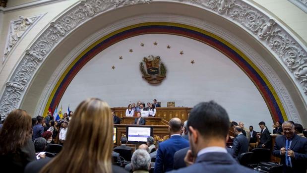 Acusan a diputados opositores de utilizar el Parlamento para hacer favores a empresarios ligados a Maduro