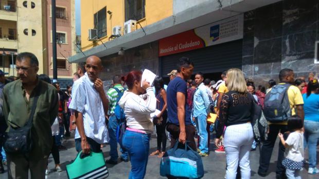 EE.UU. sanciona a dos funcionarios chavistas por apropiarse del dinero del trámite del pasaporte venezolano