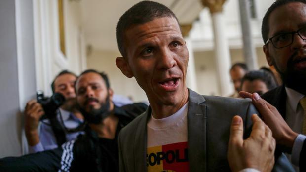 Maduro liberará presos políticos para fingir que remite la represión