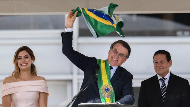 Bolsonaro se desinfla tras un año de constantes polémicas