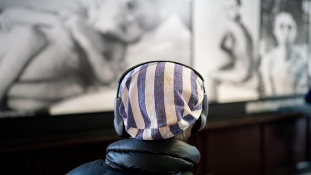 Los alemanes van olvidando Auschwitz