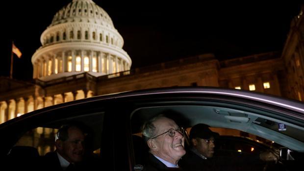 El senador Alexander abandona el Capitolio anoche