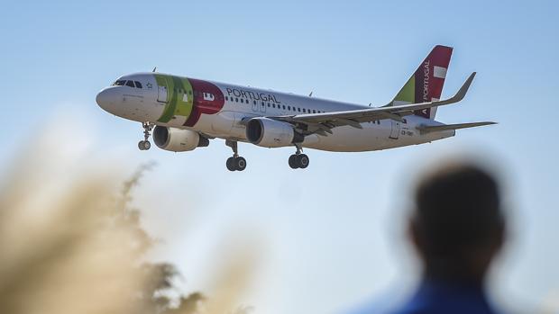 El régimen de Maduro suspende tres meses a la aerolínea portuguesa que trasladó a Guaidó a Caracas