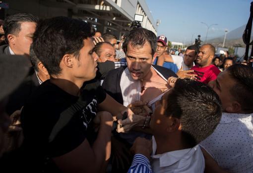 El régimen de Maduro ordena allanar la vivienda del tío de Juan Guaidó