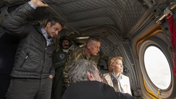 Von der Leyen asegura el apoyo total de la UE a Grecia para controlar la entrada de refugiados