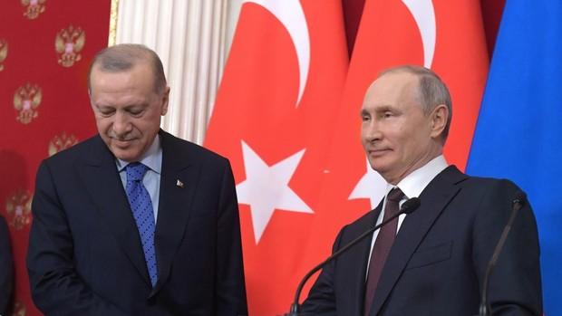Erdogan se queda solo en su pulso militar con Putin en los conflictos de Siria y Libia