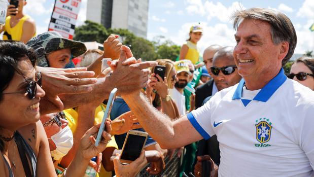 Baño de masas de Bolsonaro y López Obrador mientras el coronavirus se extiende por Latinoamérica