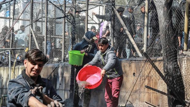 Muere un niño en un incendio en el campamento de refugiados de Lesbos