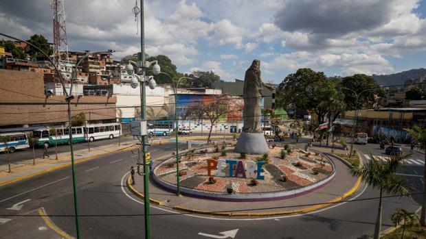 Colapsa Venezuela, la superpotencia petrolera, por falta de combustible