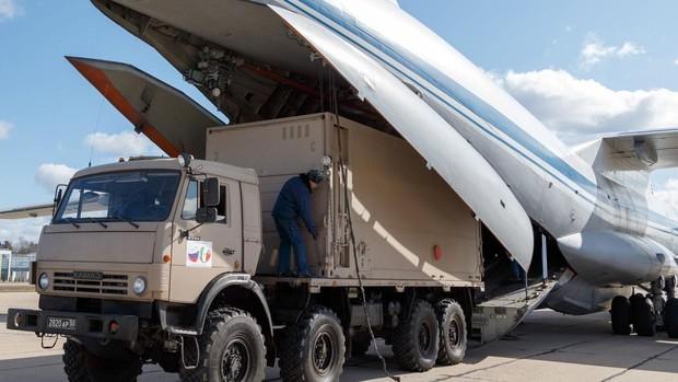 Rusia envía a Italia 9 aviones militares con personal y equipos para combatir el coronavirus