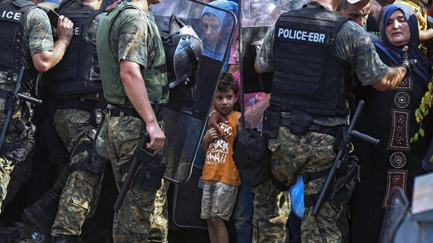La Policía griega repele con gases lacrimógenos a 200 migrantes que buscaban cruzar al país desde Turquía