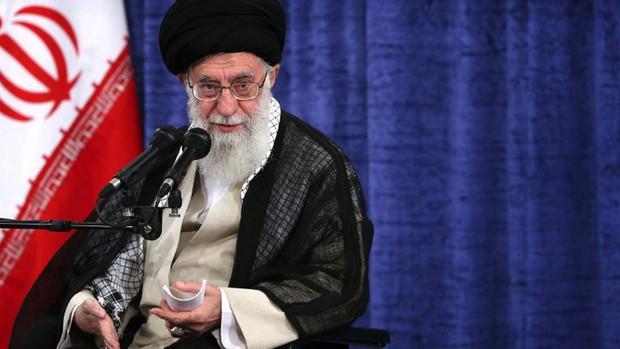 Jamenei acusa a Estados Unidos de «fabricar el virus para Irán»