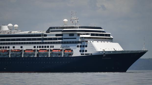 Mueren cuatro pasajeros de un crucero en el que hay casi 150 personas enfermas