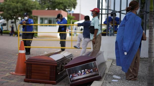 Abandono de cadáveres en las casas de Guayaquil por la expansión del coronavirus