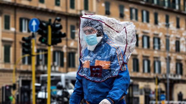 Sigue la tendencia estable en Italia: 766 muertos, entre ellos 73 médicos