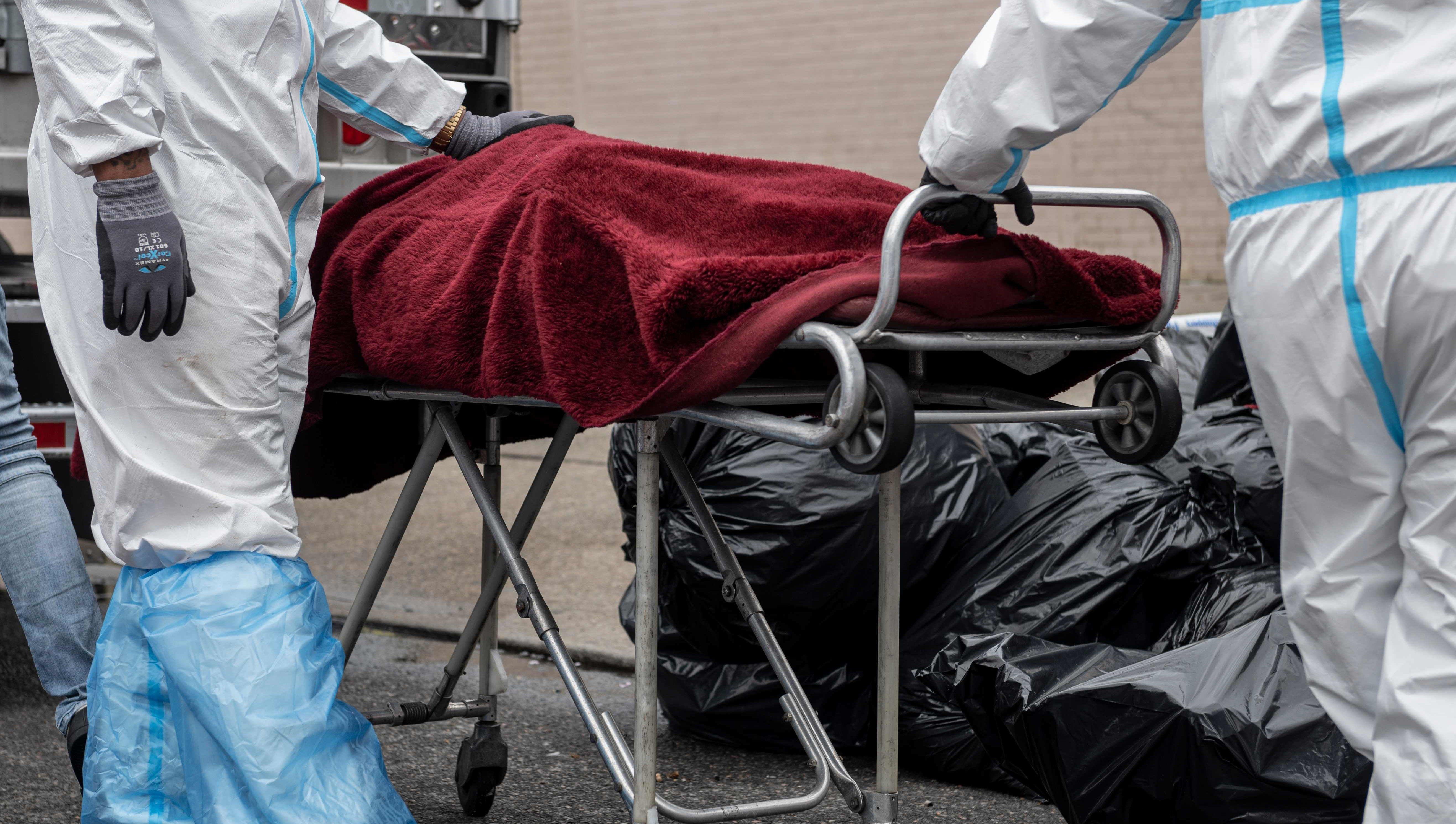 EE.UU. relaja restricciones, pero podría llegar a los 134.000 muertos en agosto