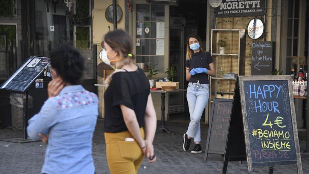 La provincia de Alto Adigio, al norte de Italia, se rebela abriendo los negocios
