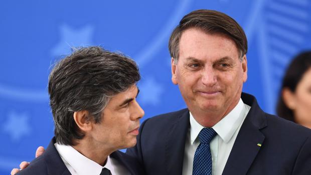 Dos ministros de Salud dejan el cargo en menos de un mes por sus enfrentamientos con Bolsonaro