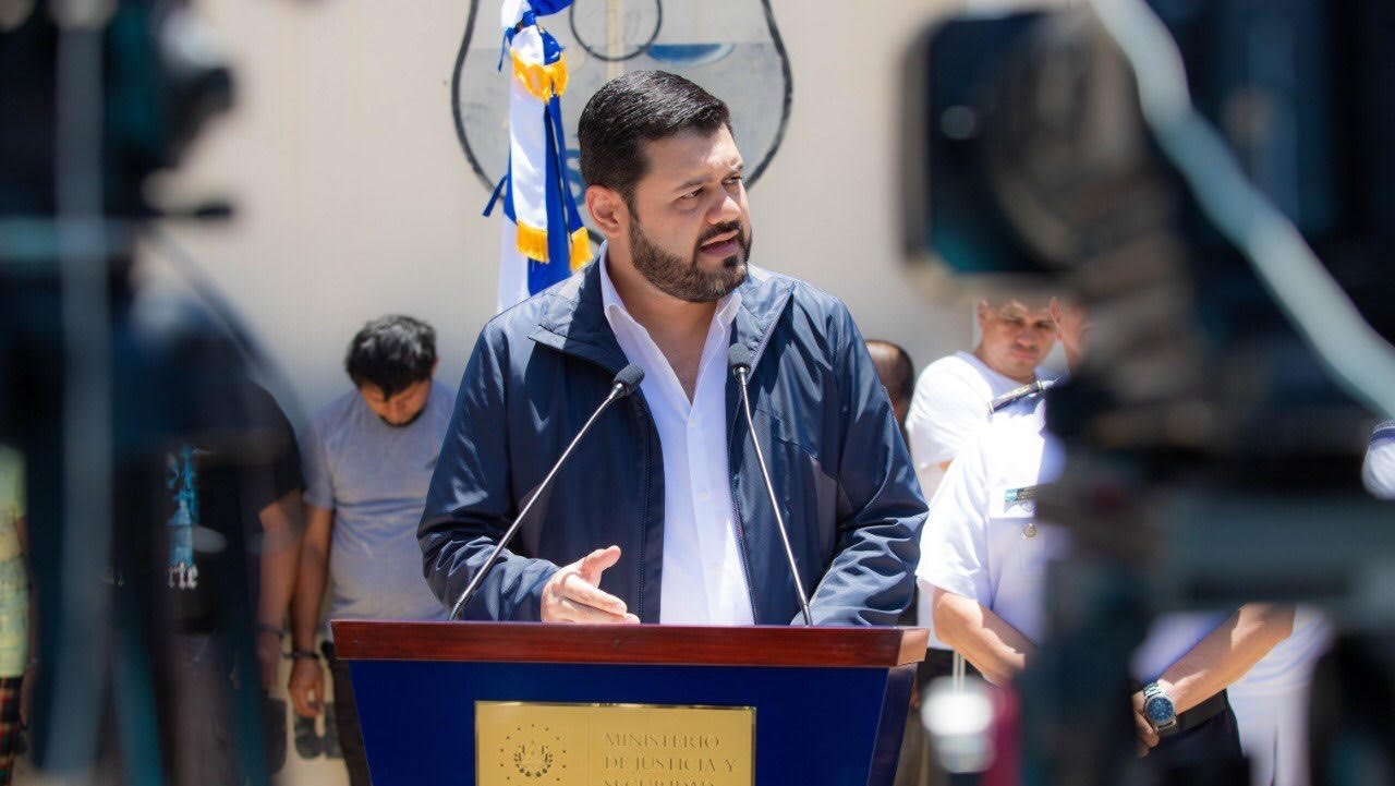 Ministro de Seguridad de El Salvador: «Los pandilleros no son niños, son terroristas»