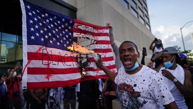 Un joven de 19 años muere tiroteado durante la cuarta noche de protestas en EE.UU.