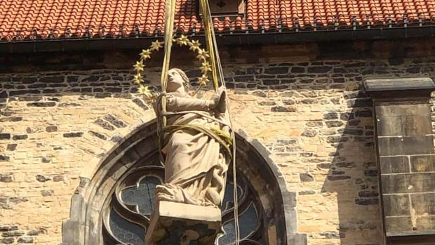 Praga recupera una estatua de la Virgen destruida en 1918, cuando se creó Checoslovaquia
