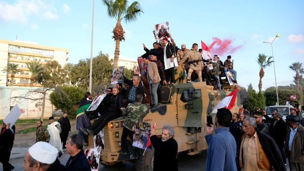 El Gobierno libio da un giro a la guerra con el apoyo turco y expulsa a los rebeldes de Trípoli y Sirte